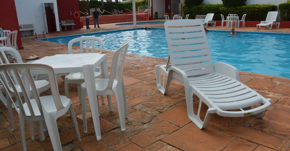 Área das piscinas ganha espreguiçadeiras e jogos de mesas novos