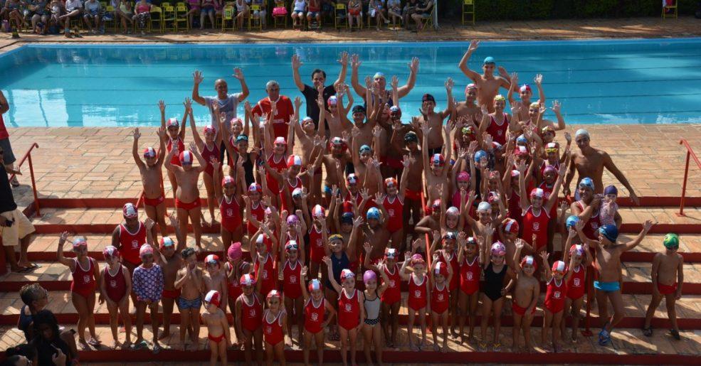 Alunos e alunas dão show na água no Festival de Natação 2019 do UPFC