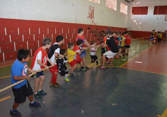 Clube realiza disputa de cabo de guerra para comemorar o Dia do Desafio