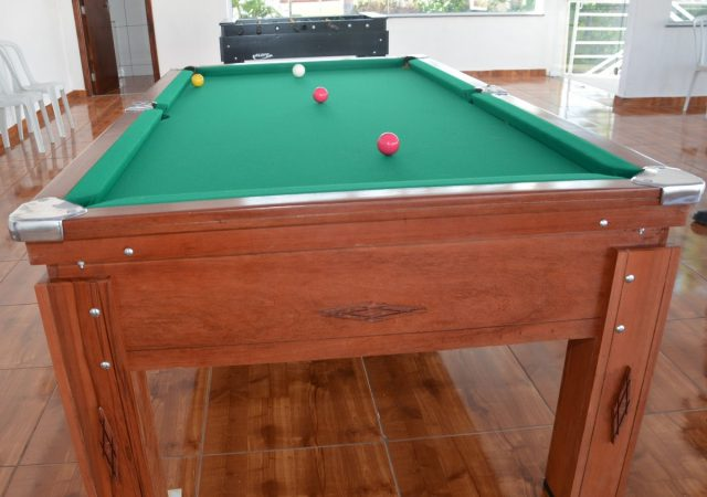 Salão de Jogos do Clube recebe mesas de sinuca e de pebolim para os sócios